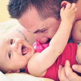 father-and-baby-girl-1536x1024-131024-ts-175734343-260x260